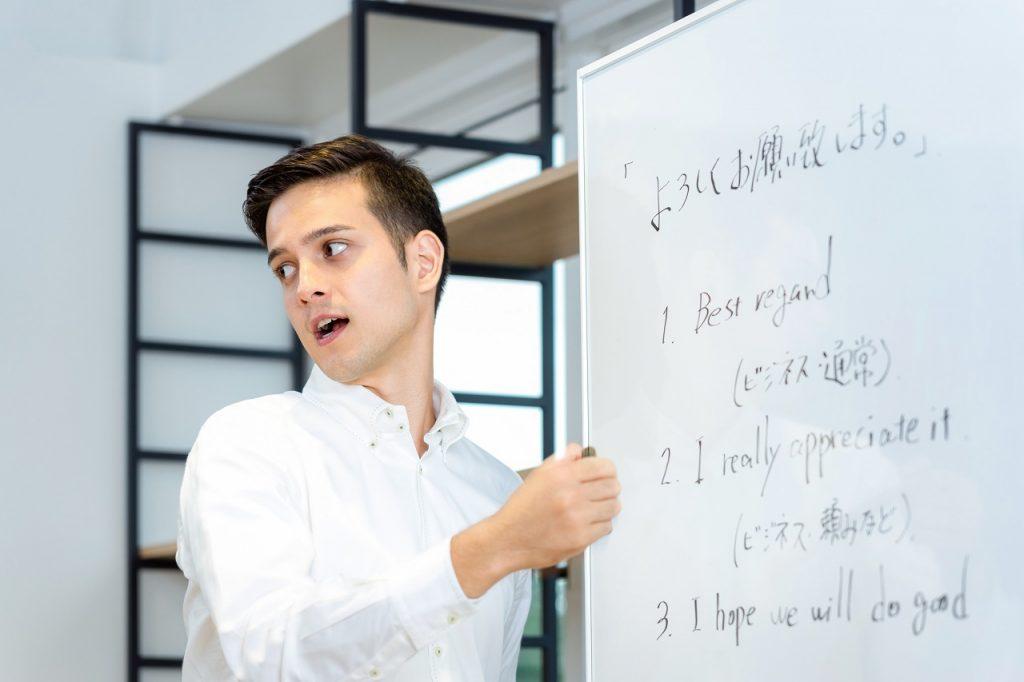 なぜ英語のスピーキング力の上達しないのか?最適な「インプット」と「アウトプット」で英語を伸ばす勉強法