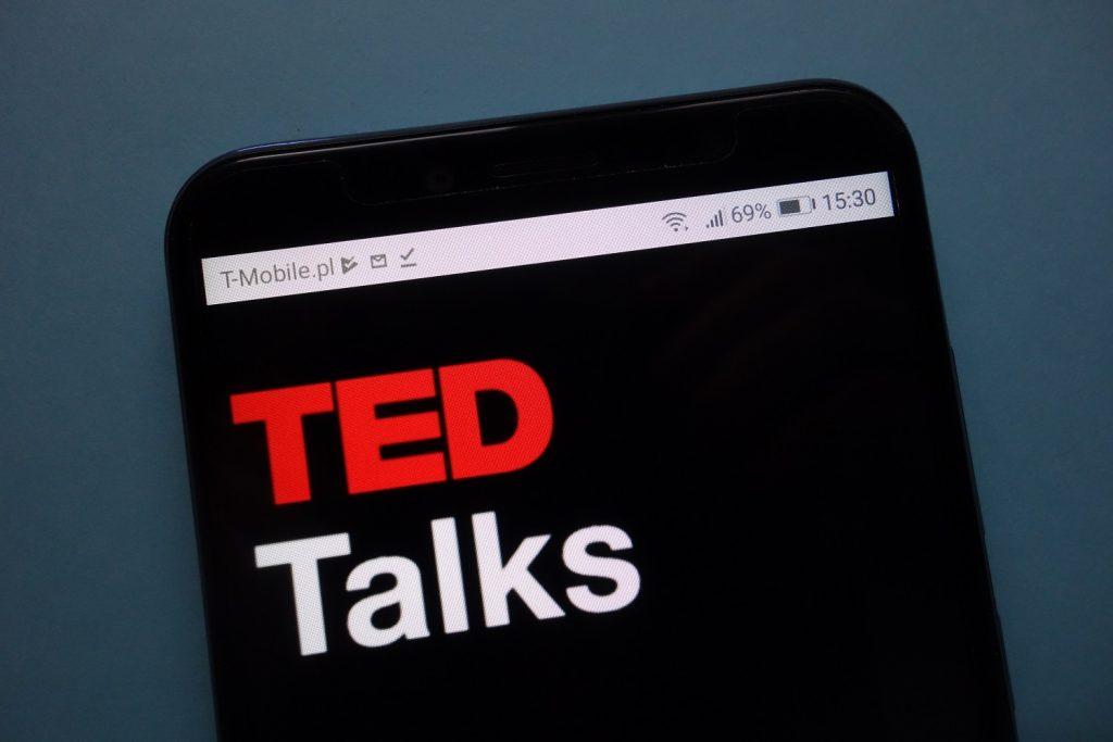 英語学習には【TED】がおすすめ?-その3つの理由と学習方法を解説