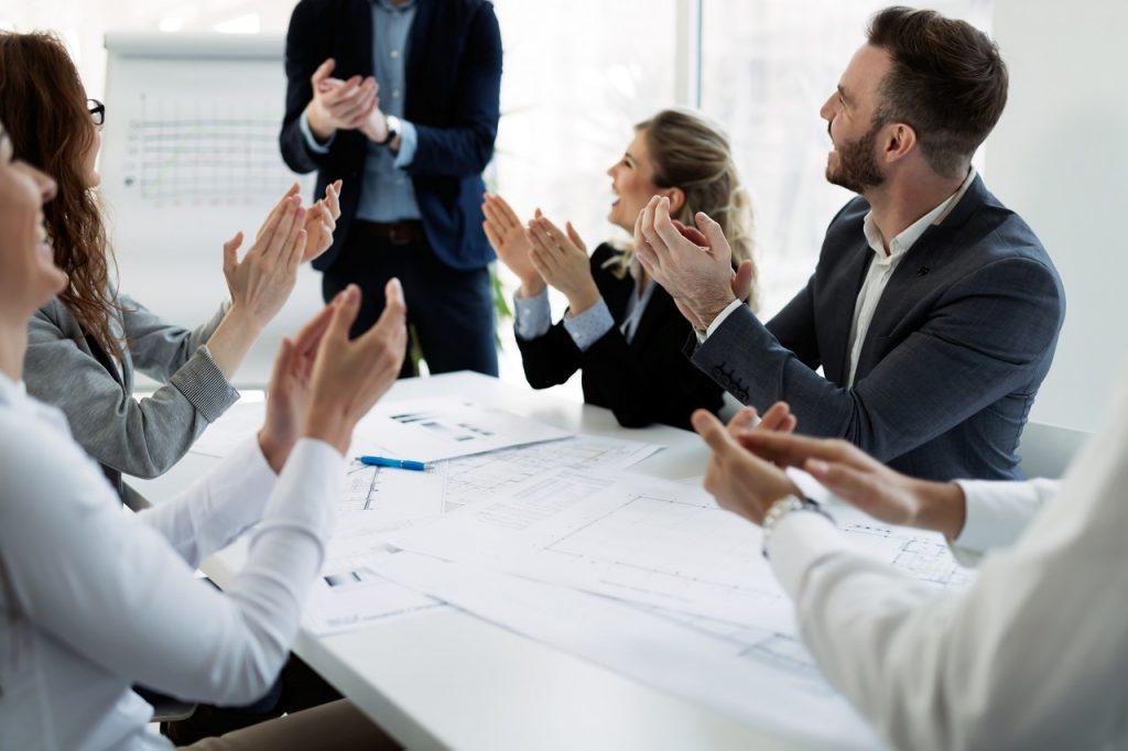 英語のオンライン会議がスムーズに!便利なビジネス英語フレーズをまとめて紹介!