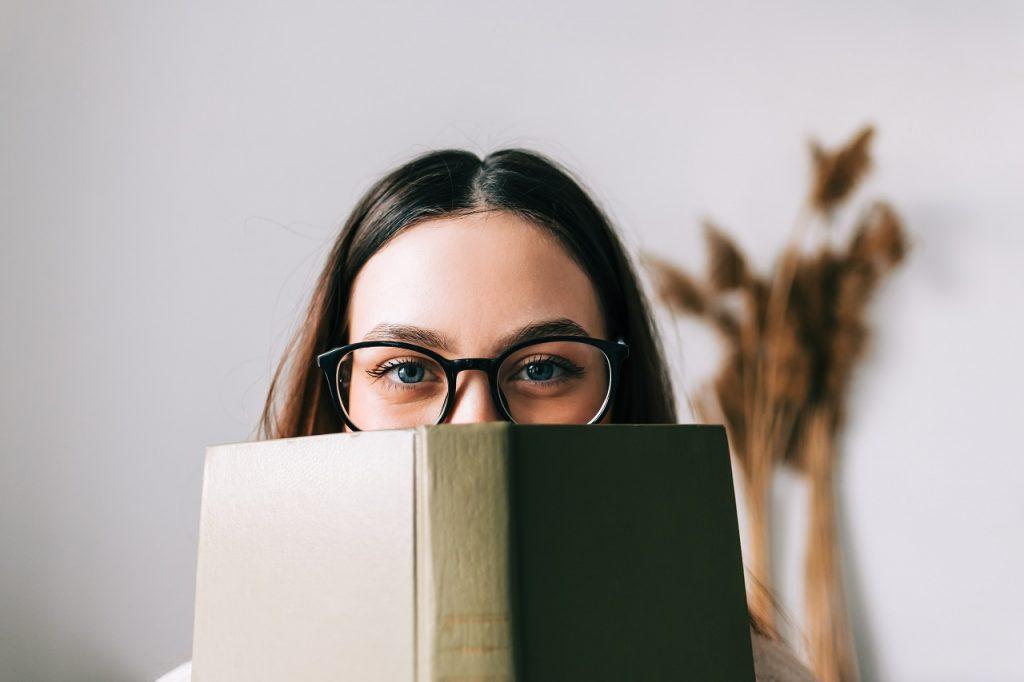 英語の勉強って結局どの本を買えば良いの?社会人の脱・初中級者に必要な参考書まとめ