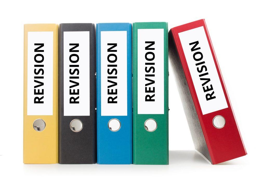 「変更」は英語で何て言う?ビジネスでもよく使う「修正、訂正」との使い分け